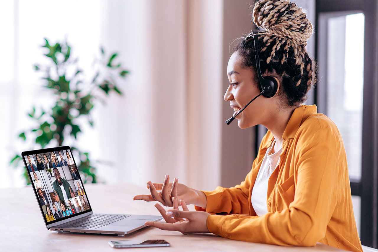 Online business group brainstorm by video conference. Satisfied african american young woman, communicates with business partners by video call uses laptop, multiracial colleagues on a laptop screen. ©Kateryna / AdobeStock