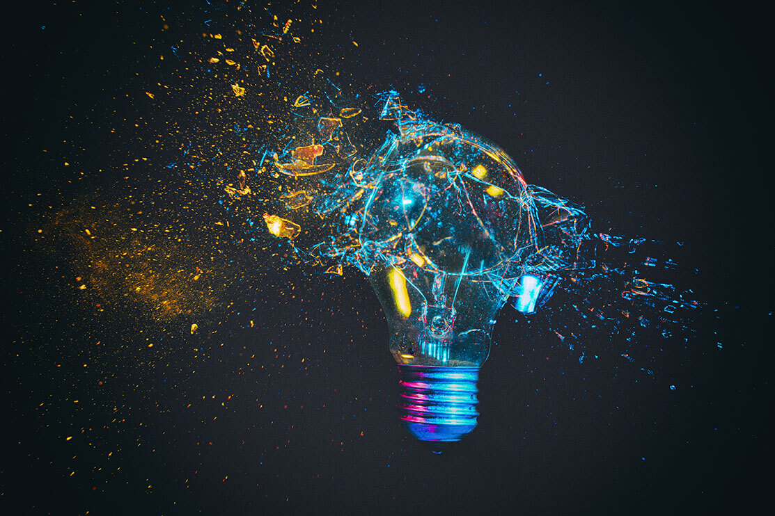 breaking of a traditional light bulb, ©tiero / Adobe Stock
